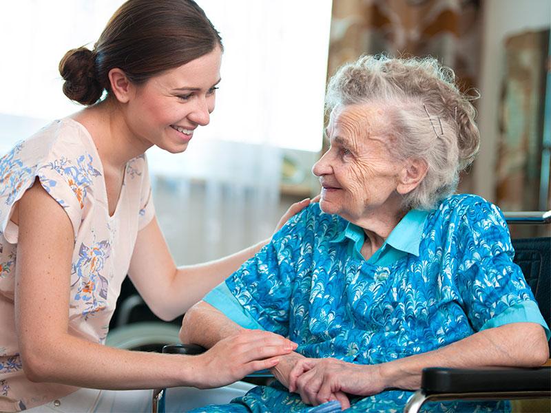 Психиатр на дом к пожилому человеку